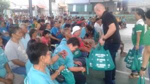 Pamaskong handog Sa Senior Citizen NG Barangay Aningway Sacatihan mula Kay Cong Jeffrey Khonghun,Mayor Jay Khonghun at Bm Jon Khonghun